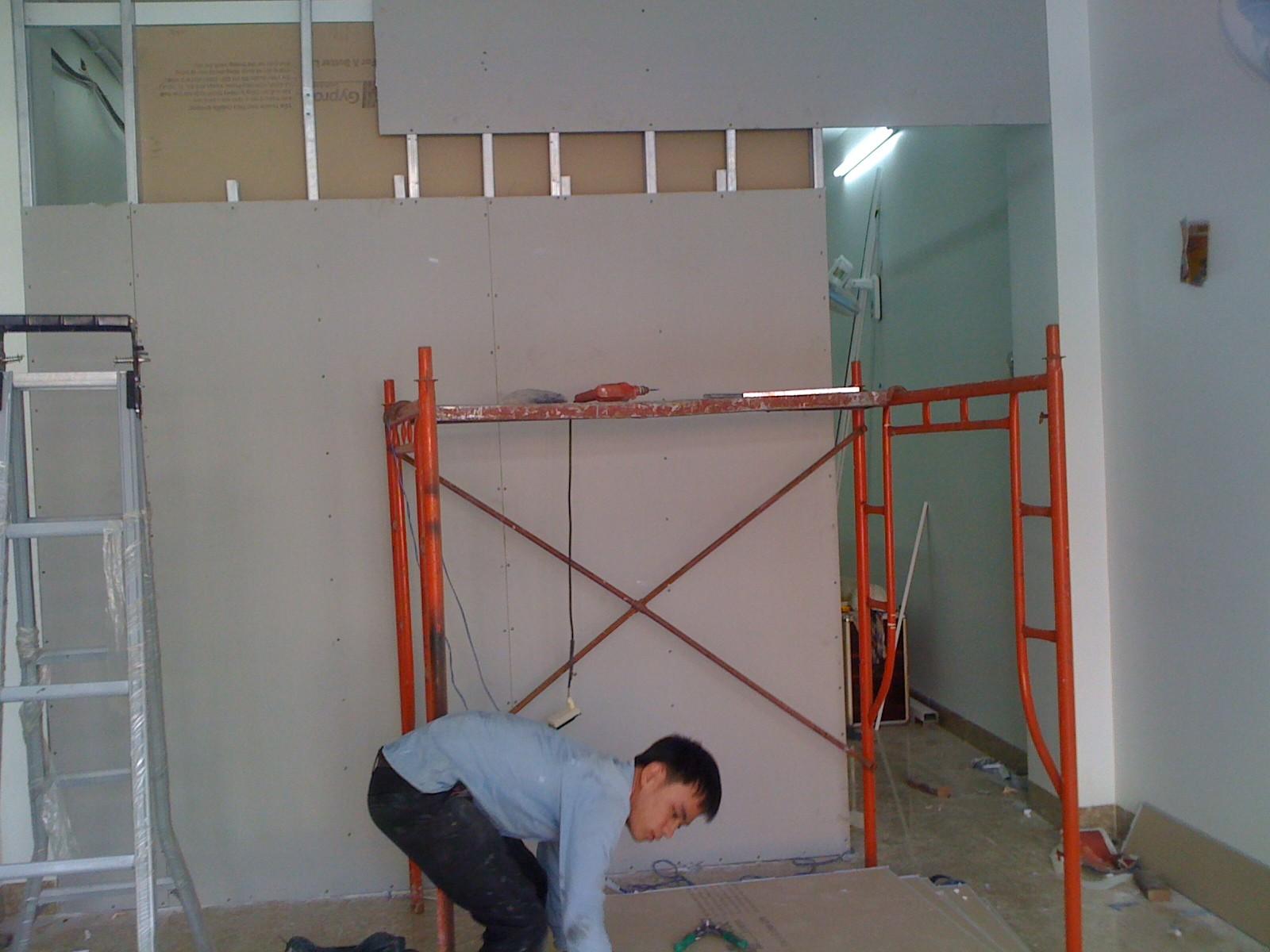 Thợ  làm vách thạch cao, tường thạch cao ngăn phòng